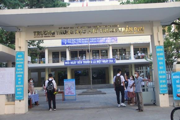 Học sinh Đà Nẵng đi học trở lại sau thời gian giãn cách do Covid-19 ảnh 9