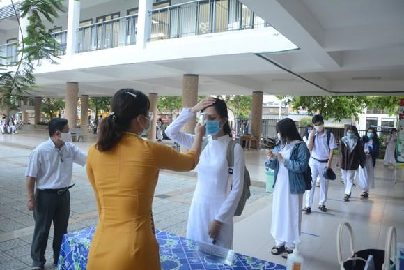 Học sinh Đà Nẵng đi học trở lại sau thời gian giãn cách do Covid-19 ảnh 6