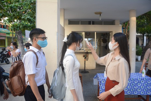 Học sinh Đà Nẵng đi học trở lại sau thời gian giãn cách do Covid-19 ảnh 11