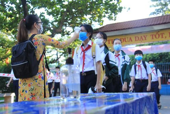 Học sinh Đà Nẵng đi học trở lại sau thời gian giãn cách do Covid-19 ảnh 2