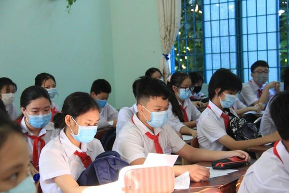Học sinh Đà Nẵng đi học trở lại sau thời gian giãn cách do Covid-19 ảnh 5