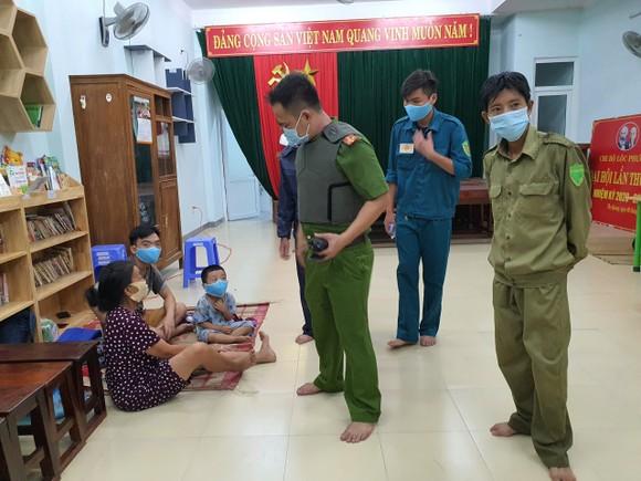 Đà Nẵng vận động sơ tán người dân đến nơi trú ẩn an toàn  ảnh 12