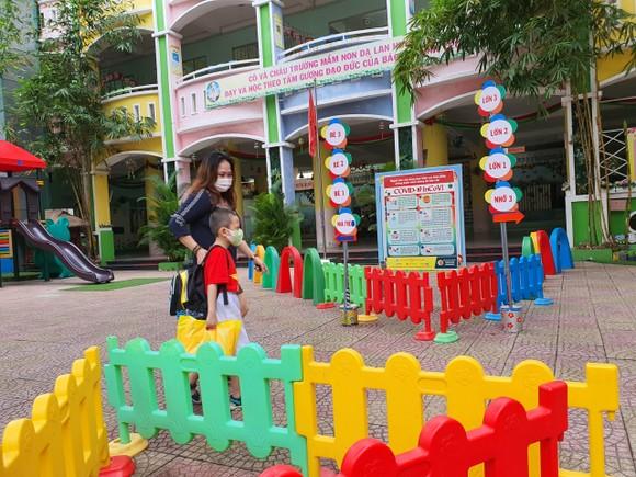 Đà Nẵng: Học sinh tiểu học, trẻ mầm non quay lại trường sau dịch bệnh ảnh 14