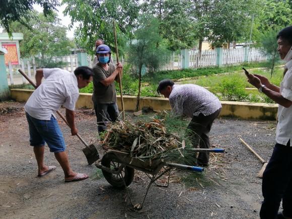 Đà Nẵng thu gom hơn 1.300 tấn rác phát sinh do bão số 5 ảnh 3