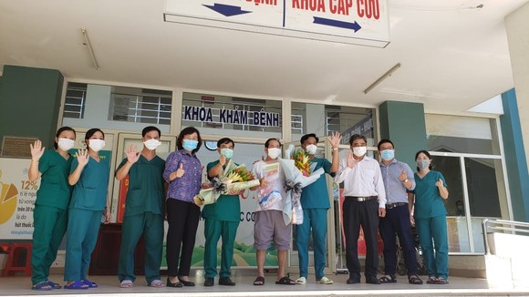 Bệnh nhân cuối cùng mắc Covid-19 ở TP Đà Nẵng được xuất viện tại Bệnh viện dã chiến Hòa Vang