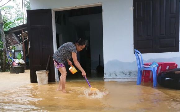 Sinh hoạt của người dân vùng lũ Đà Nẵng  ảnh 9