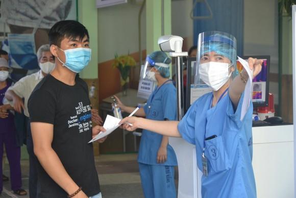 Nhân viên y tế được trang bị đầy đủ để phòng chống dịch