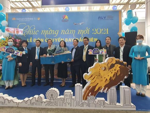 Đà Nẵng đón chuyến bay đầu tiên năm 2021 ảnh 1