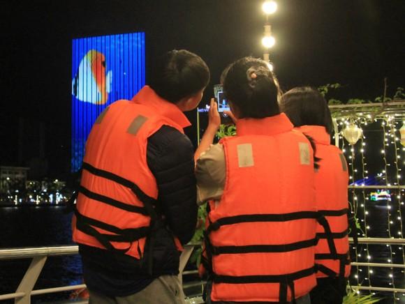 Thưởng ngoạn sông Hàn trong dịp tết dương lịch năm 2021 ảnh 8
