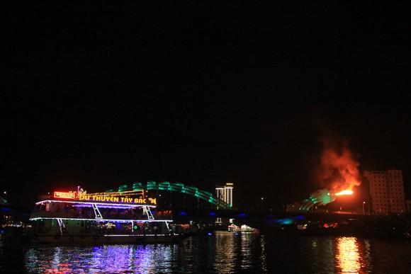 Thưởng ngoạn sông Hàn trong dịp tết dương lịch năm 2021 ảnh 1