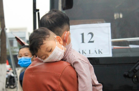 Đà Nẵng hỗ trợ xe đưa 3.000 lao động về quê đón tết ảnh 9
