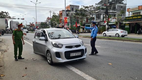Đà Nẵng: Lập chốt chặn phòng dịch, người dân an tâm đón tết ảnh 2