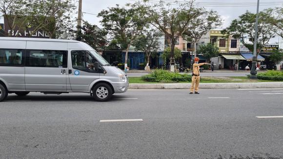 Đà Nẵng: Lập chốt chặn phòng dịch, người dân an tâm đón tết ảnh 1