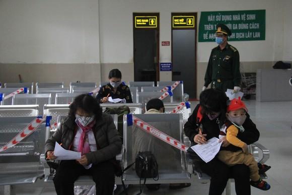 Đà Nẵng: Lập chốt chặn phòng dịch, người dân an tâm đón tết ảnh 6