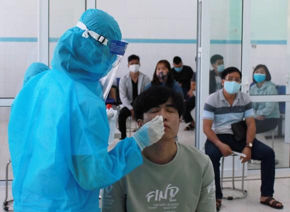 Thứ trưởng Bộ Công an thăm, chúc mừng Bệnh viện 199 nhân Ngày Thầy thuốc Việt Nam ảnh 1