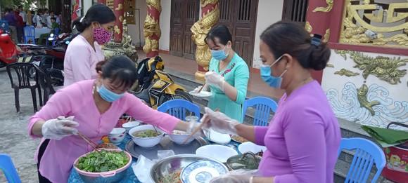 Đà Nẵng: Những bữa ăn phục vụ tổ lưu động làm căn cước công dân ảnh 1