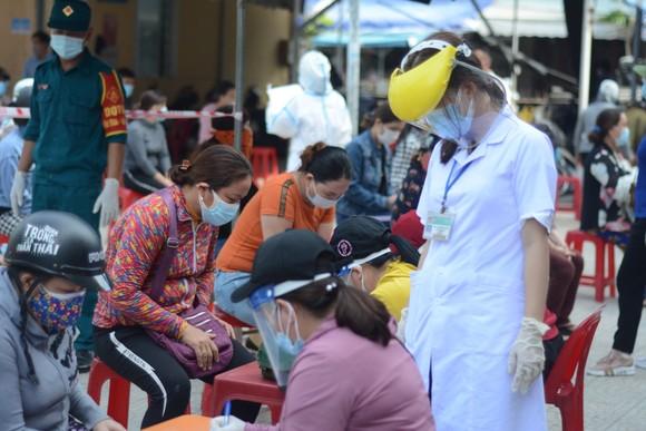 Đà Nẵng: Bệnh nhân Covid-19 đi chợ Phước Mỹ, hơn 500 tiểu thương được lấy mẫu xét nghiệm ảnh 6