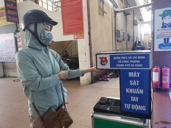 Đà Nẵng: Ngày đầu người dân đi chợ bằng thẻ để phòng chống dịch Covid-19 ảnh 3