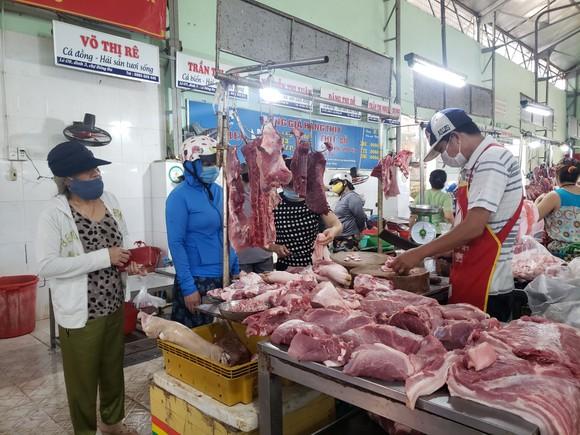 Đà Nẵng: Ngày đầu người dân đi chợ bằng thẻ để phòng chống dịch Covid-19 ảnh 2