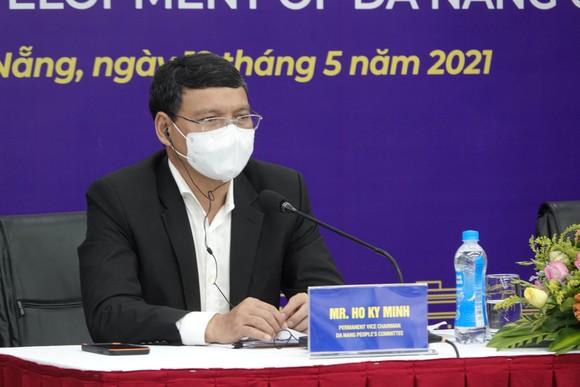 Ông Hồ Kỳ Minh, Phó Chủ tịch Thường trực UBND TP Đà Nẵng chủ trì hội thảo tại đầu cầu Đà Nẵng