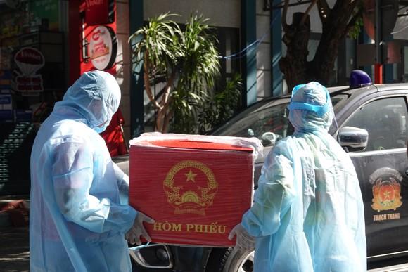 Đà Nẵng: Diễn tập bầu cử tại khu vực phong toả chung cư F-Home ảnh 15