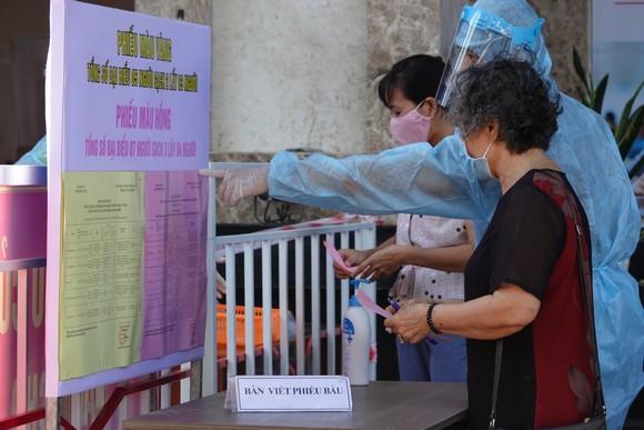Đà Nẵng: Diễn tập bầu cử tại khu vực phong toả chung cư F-Home ảnh 8