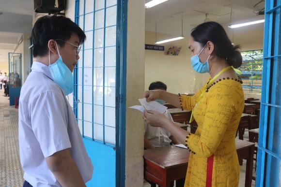 Học sinh Đà Nẵng bắt đầu môn thi đầu tiên kỳ thi tuyển sinh lớp 10 ảnh 7