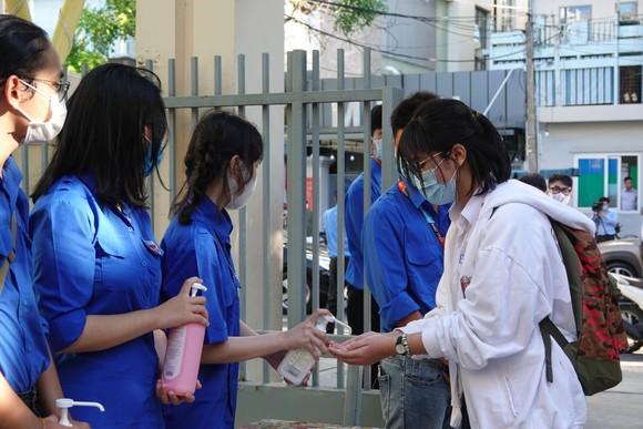 Học sinh Đà Nẵng bắt đầu môn thi đầu tiên kỳ thi tuyển sinh lớp 10 ảnh 6