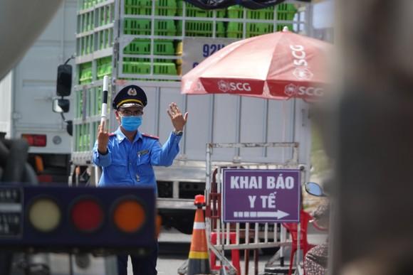 Trung bình mỗi ngày, các chốt phòng dịch đường bộ tại TP Đà Nẵng kiểm tra hơn 18.200 lượt phương tiện với hơn 31 ngàn lượt người