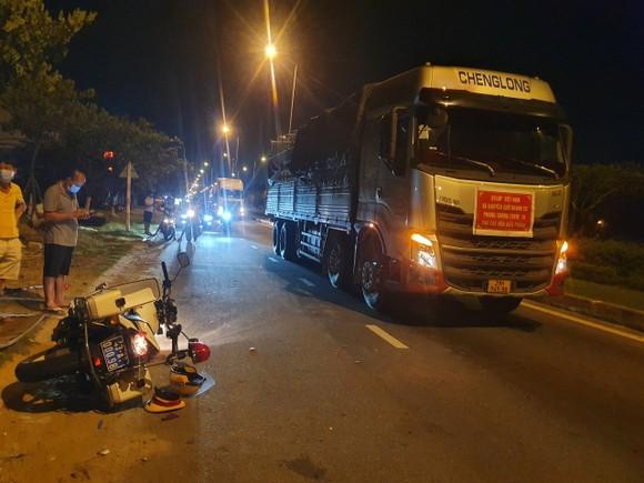 Chiếc xe mô tô đặc chủng cùng với phương tiện của tài xế Nguyễn Khánh Tùng