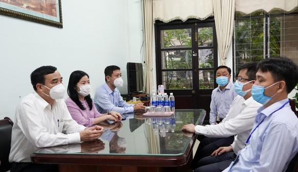 Chủ tịch UBND TP Đà Nẵng kiểm tra công tác chuẩn bị kỳ thi tốt nghiệp THPT đợt 1 năm 2021 ảnh 2