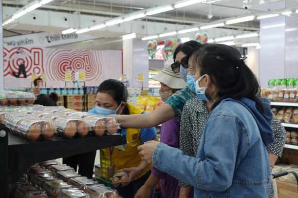 Người dân chủ động mua sản phẩm tại siêu thị vì nguồn cung, giá cả ổn định