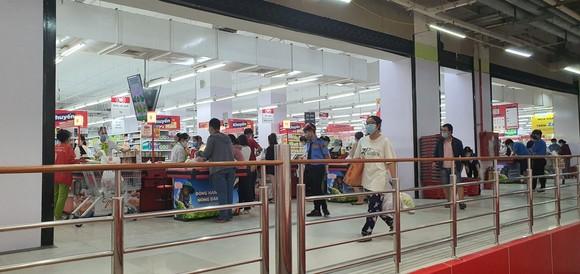 Đà Nẵng: Người dân tất bật trước giờ siết chặt phòng chống dịch Covid-19 ảnh 4