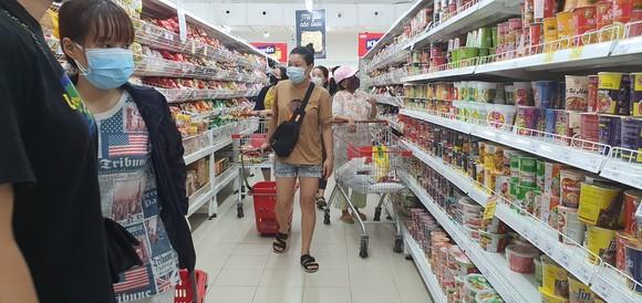 Đà Nẵng: Người dân tất bật trước giờ siết chặt phòng chống dịch Covid-19 ảnh 2