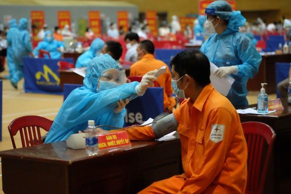Đà Nẵng: Chỉ cần 2-3 tháng sẽ tiêm được 95% đối tượng trong diện tiêm nếu đủ nguồn vaccine ảnh 5