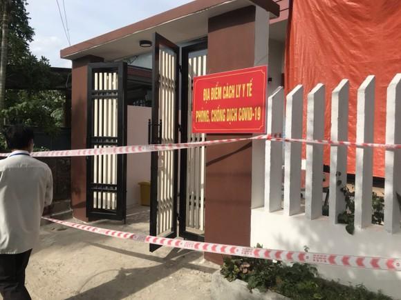 Tạm dừng thu tiền điện, nước và hỗ trợ người dân rút tiền mặt trong vùng cách ly y tế quận Sơn Trà ảnh 1