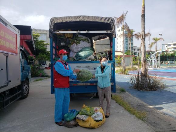 Quảng Nam hỗ trợ cho Đà Nẵng hơn 30 tấn thực phẩm thiết yếu ảnh 10