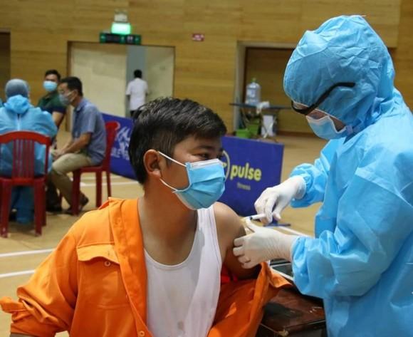 Tiêm vaccine phòng Covid-19 cho người lao động tại các khu công nghiệp