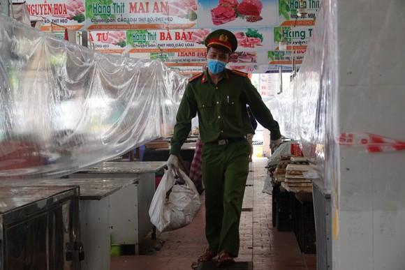 Đà Nẵng: Ngày đầu mở lại một số chợ truyền thống ảnh 17