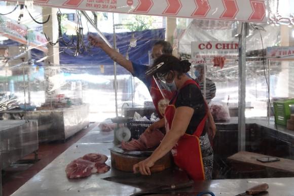 Đà Nẵng: Ngày đầu mở lại một số chợ truyền thống ảnh 10
