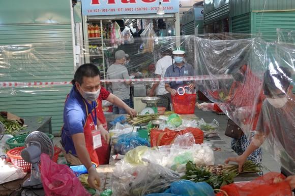 Đà Nẵng: Ngày đầu mở lại một số chợ truyền thống ảnh 7