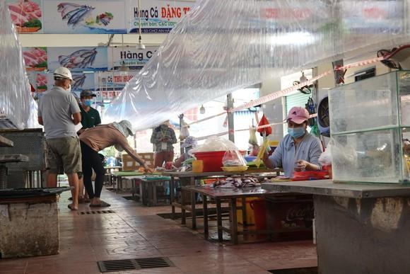Đà Nẵng: Ngày đầu mở lại một số chợ truyền thống ảnh 8