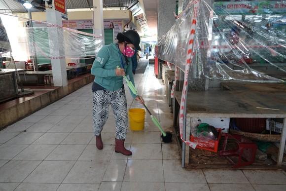 Đà Nẵng: Ngày đầu mở lại một số chợ truyền thống ảnh 18