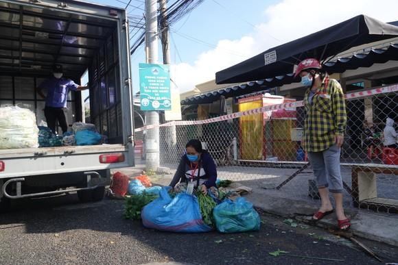 Đà Nẵng: Ngày đầu mở lại một số chợ truyền thống ảnh 2