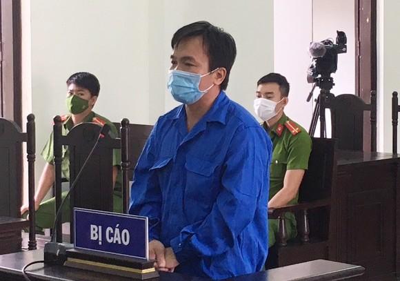 Đối tượng hành hung công an trực chốt lãnh án tù giam ảnh 1