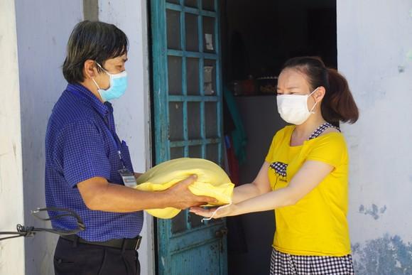 Hỗ trợ kịp thời cho người dân lúc khó khăn