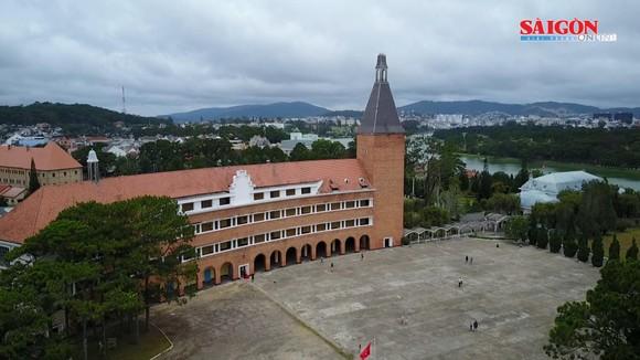 Vẻ đẹp của ngôi trường gần 100 năm tuổi!