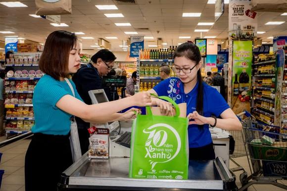 Hệ thống bán lẻ Saigon Co.op khuyến khích người tiêu dùng sử dụng  túi thân thiện môi trường thay túi ni lông