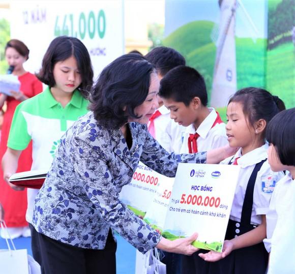 Thêm 60.000 cây xanh và 119.000 ly sữa cho trẻ em Hà Nội ảnh 1