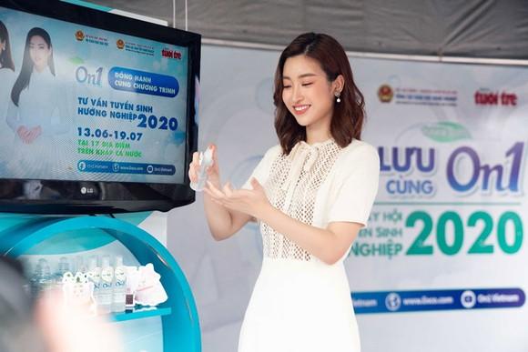 ON1 trao tặng hơn 60.000 'combo sạch khuẩn' cho ngày hội tư vấn tuyển sinh 2020 tại TPHCM và Hà Nội ảnh 3